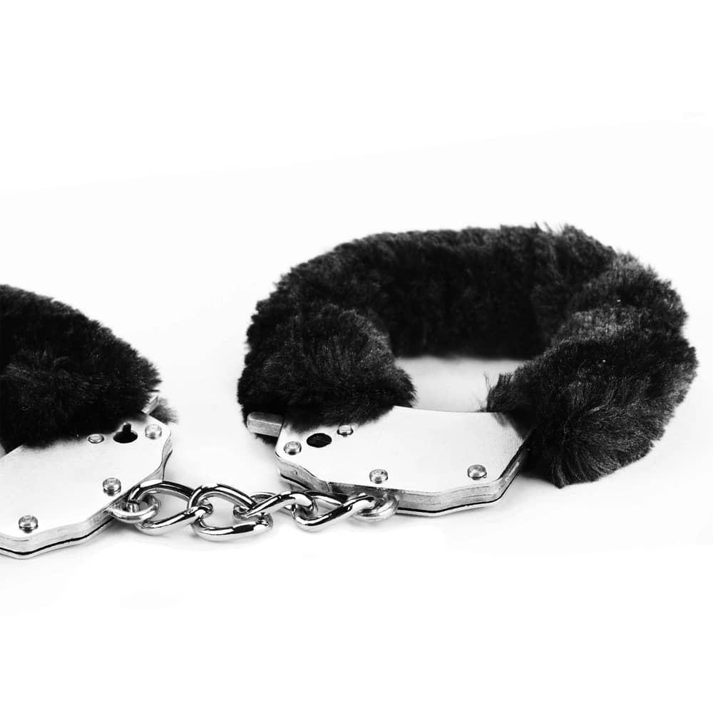Белезници с черен плюш - Fetish Pleasure Fluffy Hand Cuffs — 5