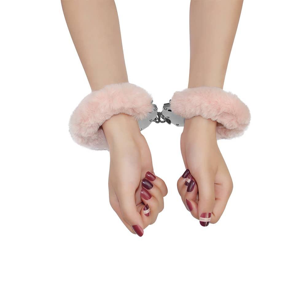 Белезници с розов плюш – Fetish Pleasure Fluffy Hand Cuffs