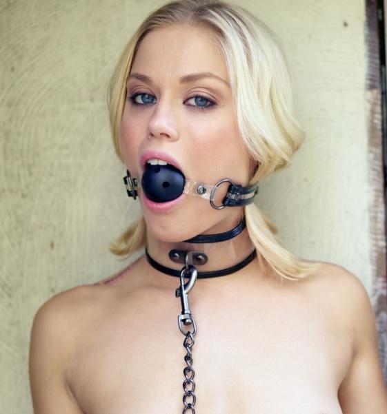 Топка за уста с отвори